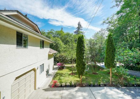 28 Years Young perfect House  Hidden Among Parks and Trails in North Vancouver