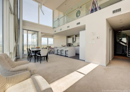 Luxuriously River Green Penthouse in Brighhouse Way