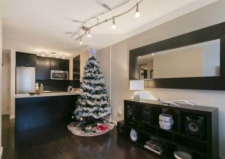 1 BR condo Centrally Located at Anchor Point in the heart of Downtown Vancouver