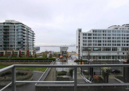 Gorgeous 3 BR waterfront townhome in the heart of lower Lonsdale