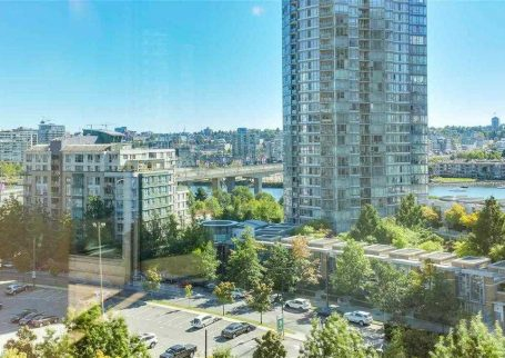 2 BR 2 Bath condo at Landmark 33 by Concord Pacific In the heart of Yaletown