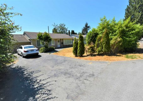 Fully renovated 3 BR, 2 Full Bathroom  + office house in Norgate, North Vancouver